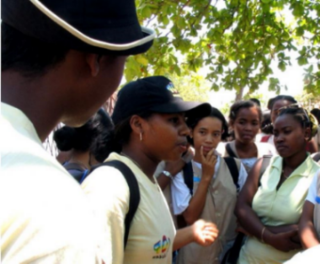 Youth-peer-educators-in-madagascar-work-with-private-clinics-to-spread-awareness-on-family-planning-656x544